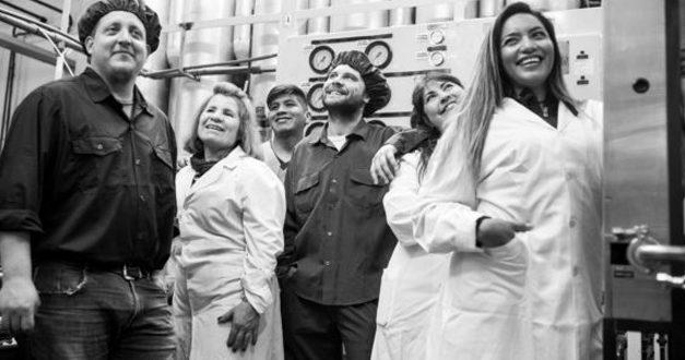 Farmacoop es el primer laboratorio recuperado del mundo