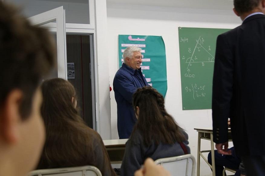 Marcelo Collomb entregó un apoyo económico al Instituto Educativo Yumbel, de la obra Asistencial Mutual de Mar del Plata